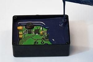 Revestimientos conformados vs resinas de encapsulación: ¿Cual es la mejor protección electrónica?